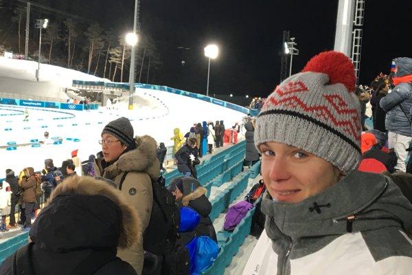 Bola povzbudiť biatlonistku Kuzminovú. Všprinte, ktorý navštívila, však Nasťa medailu nezískala.
