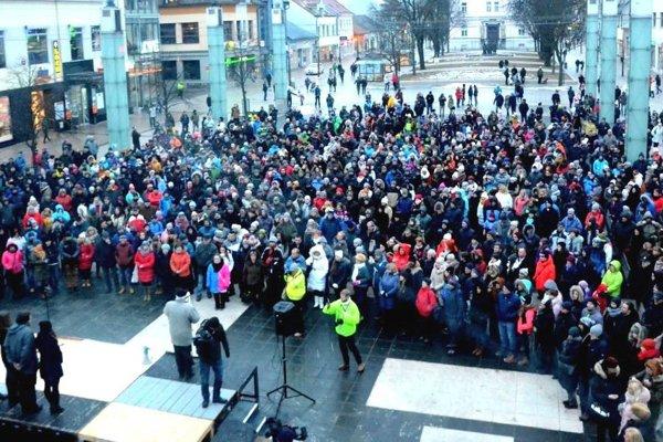 Pochod prišli podporiť davy ľudí.