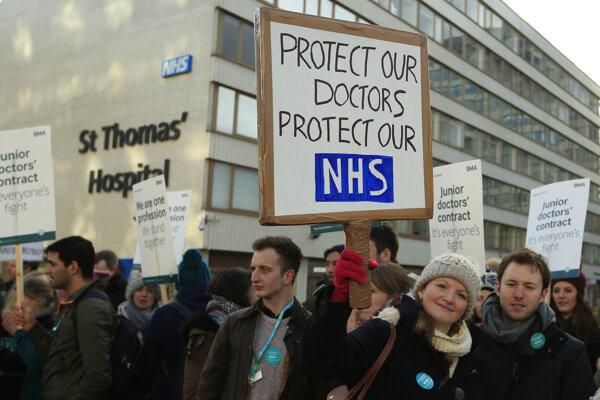 Lekári v Anglicku štrajkujú.