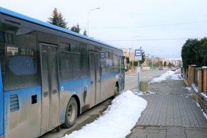 Zo Stráni sa priamo do Vrútok autobusom nedostanente.