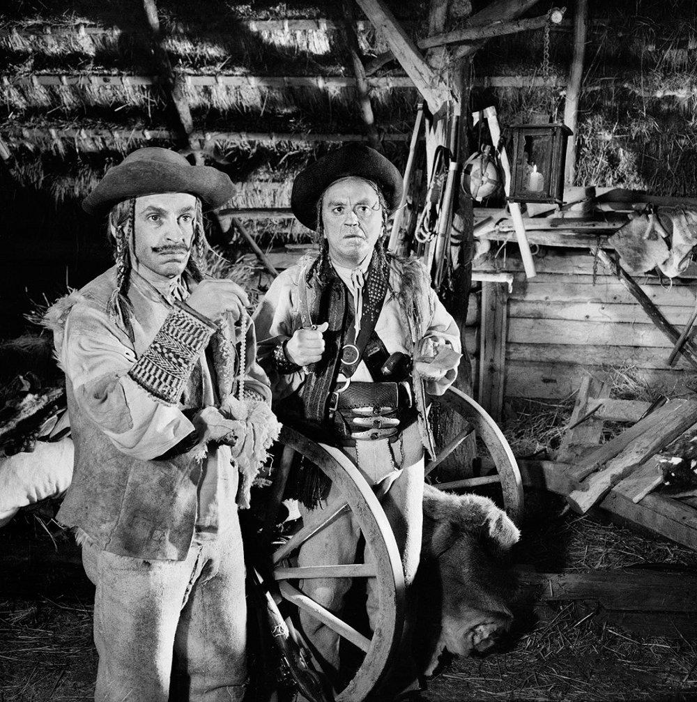Vo filme Paľa Bielika Jánošík II (1963) vystupovali Uhorčíkov otec (Jozef Kroner), Gajdošík (Ondrej Jariabek) a Uhorčík (Martin Ťapák, nie je na fotografii). Ťažko sa zbaviť dojmu, že Kroner s nalepenými fúzmi je vlastne Kubo, ktorý sa sem zatúlal z iného filmu.
