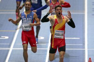 Senzáciu spôsobila diskvalifikácia vo finále behu na 400 m prvého Španiela Husillosa (vpred vpravo).