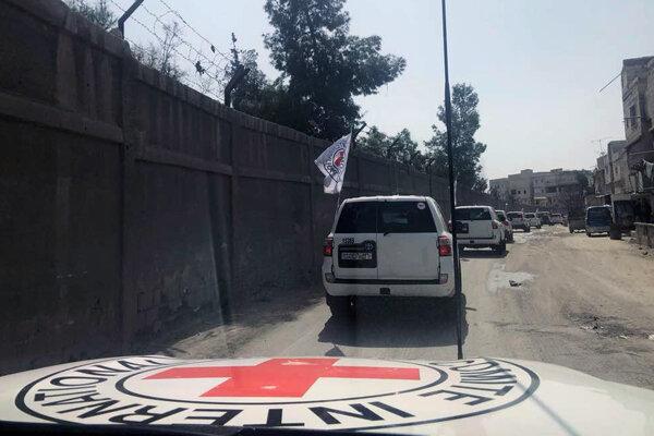 Humanitárny konvoj pri vstupe do sýrskej Východnej Ghúty.