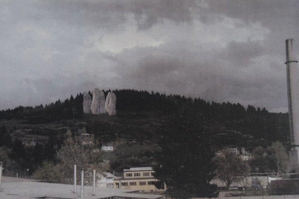 """Tri skaly by mohli """"vyrásť"""" na Capkovom vrchu."""