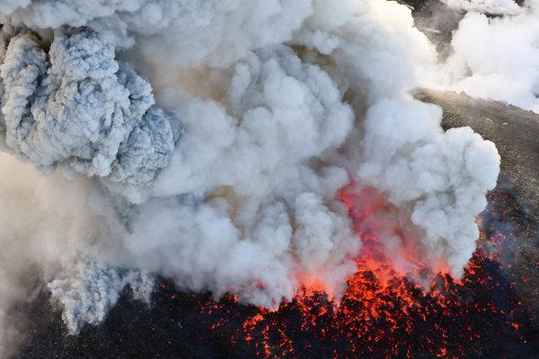 Ilustračná fotografia - Erupcia supervulkánu Toba pred 74-tisíc rokmi bola najväčšou za posledné dva milióny rokov.