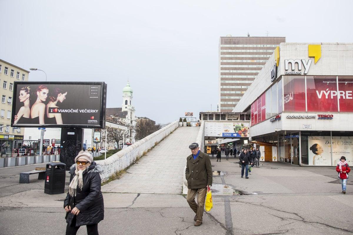 2058be7e7 Budovu Tesca v centre Bratislavy kupuje známy podnikateľ Trabelssie ...