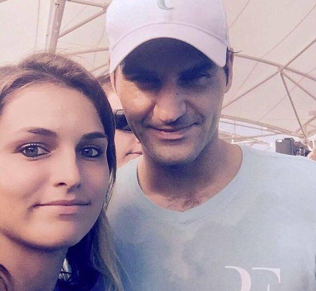 Zuzana Zlochová a Roger Federer.