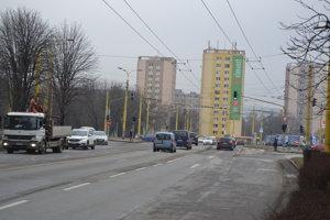 Obrancov mieru, smer Levočská. Odbočenie vľavo bude dočasne možné z oboch pruhov, aj zo stredného.