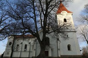 Kostol svätého Vavrinca je pripomienkou zaniknutej obce.