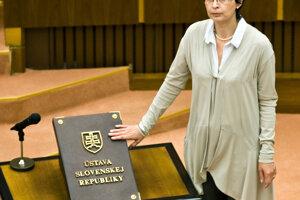 8. júl 2010. Poslankyňa NR SR Lucia Žitňanská skladá poslanecký sľub.