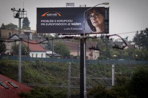 15. október 2015.  Bilbordová kampaň politickej strany Most-Híd s tvárou Lucie Žitňanskej.