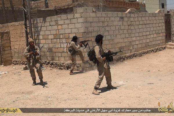 Extrémisti z IS počas vlaňajších bojov v meste Dajr az-Zaur.