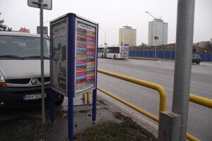 Toto reklamné zariadenie je v uliciach so súhlasom mesta.