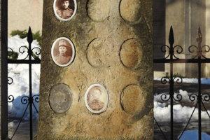 Pomník padlých vojakov v prvej a druhej svetovej vojne v obci Častá