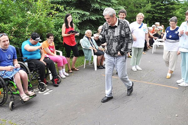 Dôchodcovia atelesne postihnutí dostali od mesta dotáciu na športové hry.