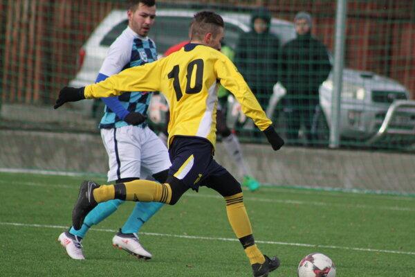 Momentka zo zápasu Krásno nad Kysucou – Námestovo (v žltom).