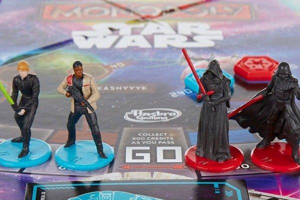 Hrdinovia spoločenskej hry Star Wars monopoly. Rey chýba.