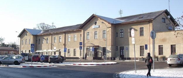 Výpravná budova je z roku 1898. Potrebuje rekonštrukciu.