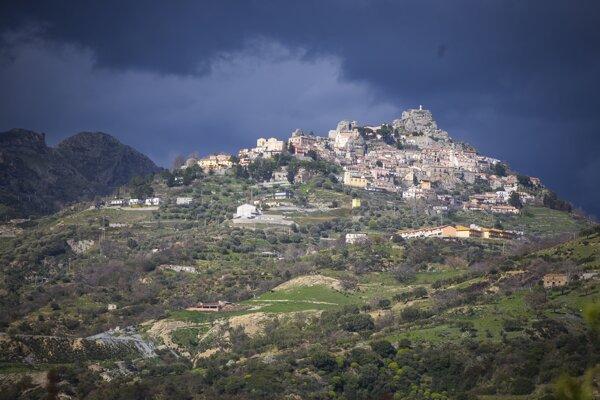 Talianska dedina Bova, v ktorej mafia Ndrangheta zavraždila starostu (blízko Bova Marina, mestečko v ktorom vyrastal Antonino Vadala).
