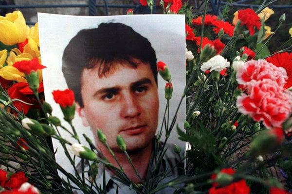 Vozidlo Róberta Remiáša vybuchlo večer 29.apríla 1996 na ulici v Bratislave. Remiáš v plameňoch zahynul.