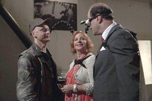 Česko-slovenská spolupráca. Čierna komédia je inšpirovaná Čapkovcami i Kafkom.