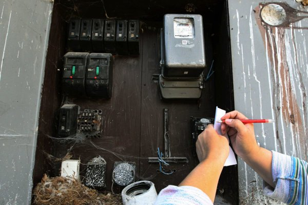Muž z Vychylovky načierno odoberal elektrinu, hrozí mu väzenie.