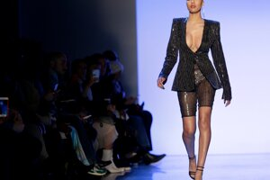 Model LaQuan Smith počas týždňa módy v New Yorku