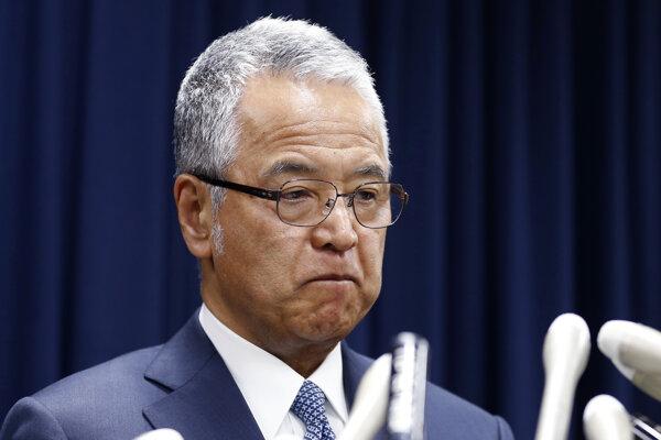 Odstupujúci japonský minister hospodárstva Akira Amari.