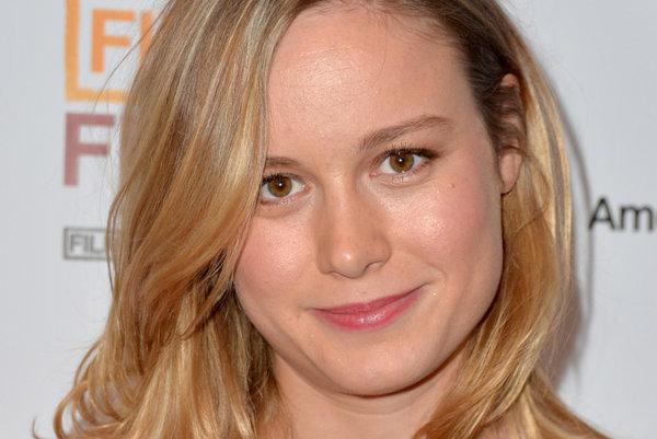 Brie Larson prežíva prelomový rok v kariére. Zlatý glóbus jej už patrí, o soške Oscara sa rozhodne o mesiac.