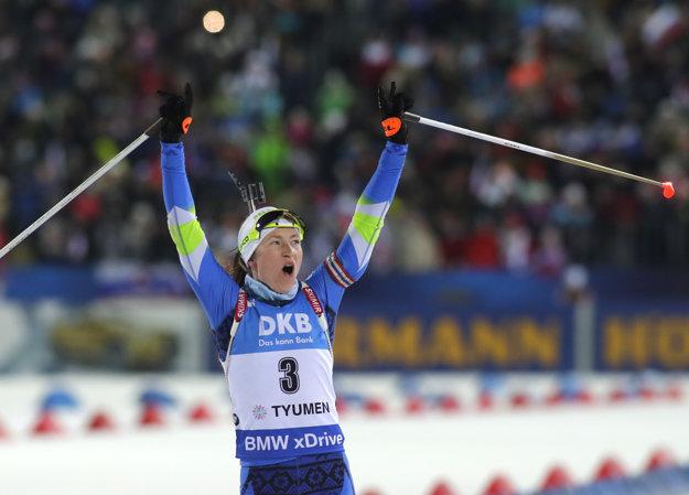 Daria Domračevová mala z víťazstva obrovskú radosť.