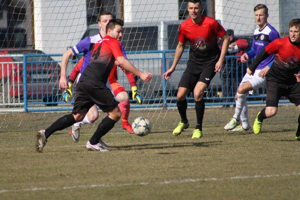 Momentka zo zápasu tretej ligy medzi Krásnom nad Kysucou a Tepličkou nad Váhom.