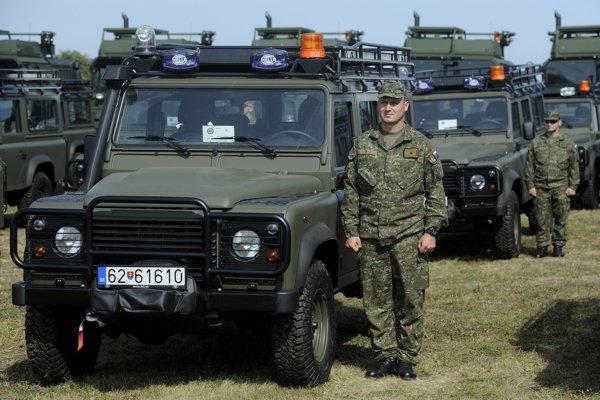 Autá Land Rover Defender v službách slovenskej armády.