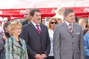Bývalá michalovská funkcionárka Smeru Ľubica Rošková a jej vtedajší stranícki šéfovia Pavol Paška a Robert Fico.