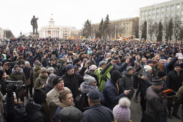 Zhromaždenie na počet obetí požiaru bolo aj protestom proti postupu úradov.
