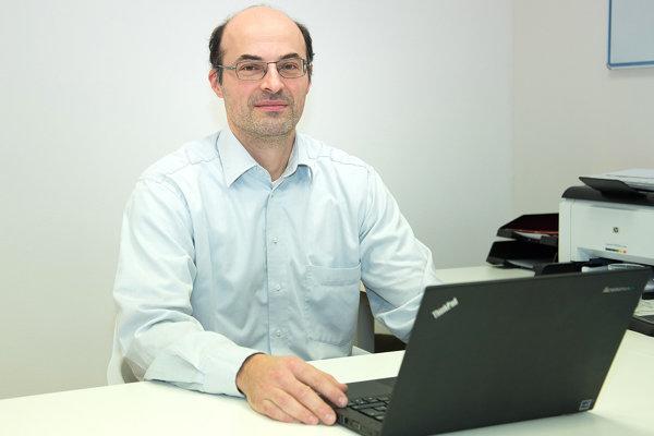 Branislav Bystrický hovorí, že prístroje na ožarovanie sú na Slovensku sú už dávno zastarané aopotrebované.