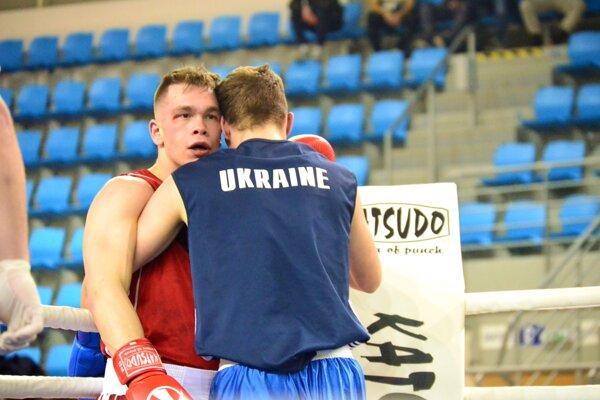 Tomáš Zold (vľavo) si pripísal ďalšie víťazstvo.