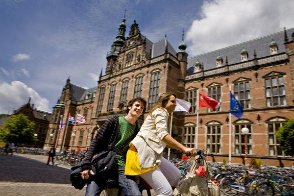 University of Groningen je druhou najstaršou univerzitou vHolandsku. Dlhodobo sa umiestňuje vprvej stovke svetových univerzít.