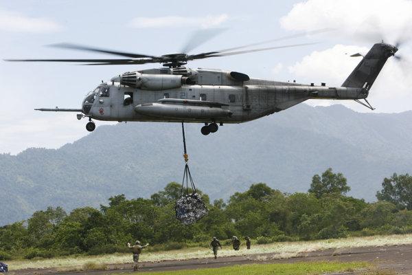 Helikoptéra CH-53E Super Stallion americkej námornej pechoty.
