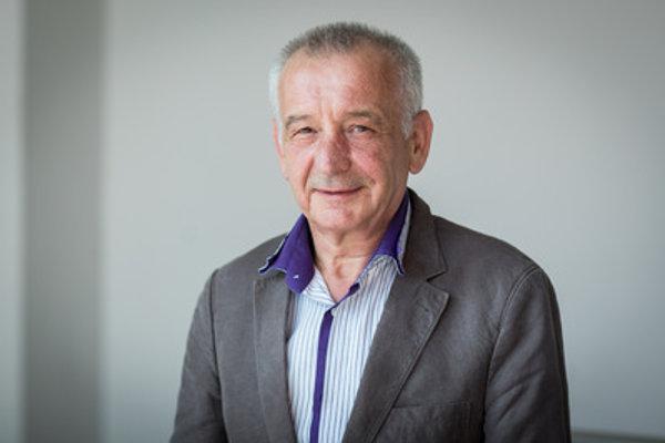 Peter Cvik bol námestníkom generálneho riaditeľa Colnej správy v rokoch 2004 až 2007.