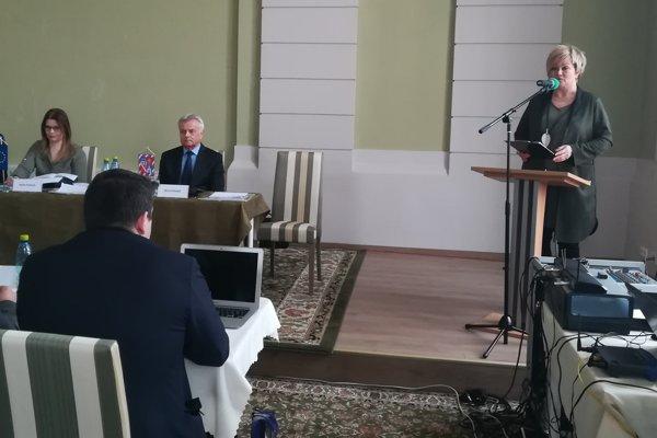 Primátorka mesta Lučenec a predsedníčka Združenia miest a obcí Novohradu Alexandra Pivková sa vyjadrila k analýze okresu na výjazdovom zasadnutí Zastupiteľstva BBSK v Lučenci.