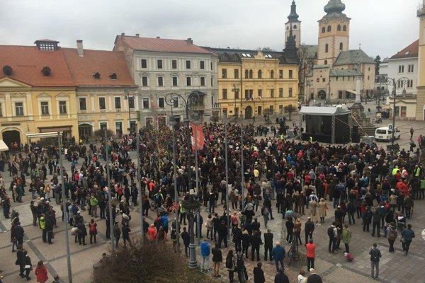 Ľudia sa dnes už po piaty krát zhromaždili Za slušné Slovensko.