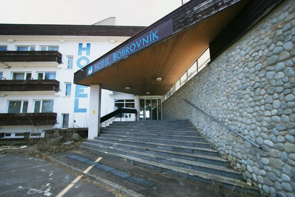 Legendárny hotel Bobrovník chátra.