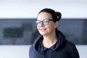 Katarzyna Surmiak-Domańska je reportérka, spisovateľka a pedagogička. Spolupracuje s Gazetou Wyborczou.