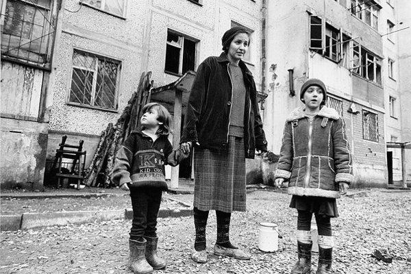 Ľadová Elza s deťmi. Dnes žije vo Francúzsku.