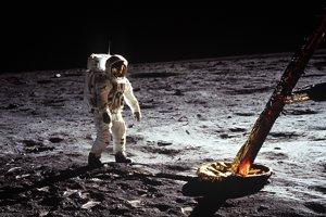Buzz Aldrin pilotoval lunárny modul misie Apollo 11 na Mesiac v roku 1969.