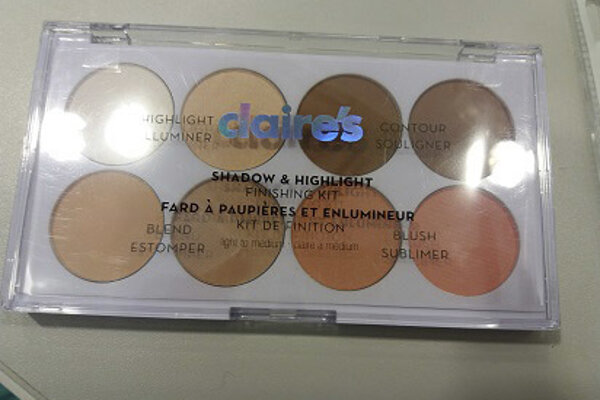 Make-up Shadow and Highlight kit značky Claire's.