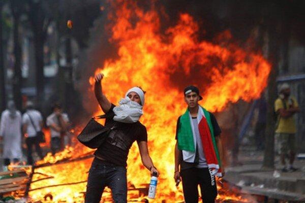 V Paríži boli protesty aj nepokojné.
