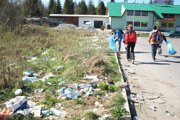 S odpadkami okolo ciest ana parkoviskách je večný anikdy nekončiaci problém.