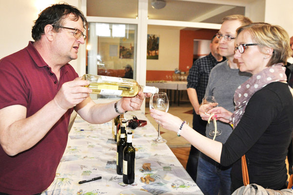 Vít Sedláček naplní ročne 30-tisíc fliaš vlastným  vínom.