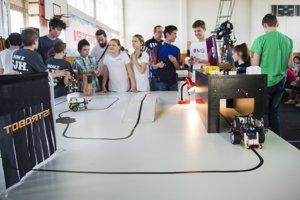 Počas akcie mohli návštevníci zavítať aj do stánku Národnéhocentra robotiky, pozrieť si ukážky lietajúcich dronov, 3D tlačea mobilnej robotiky.